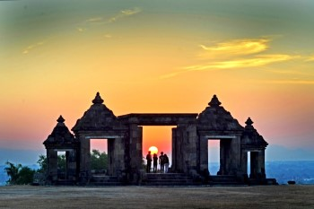 sunset di ratu boko